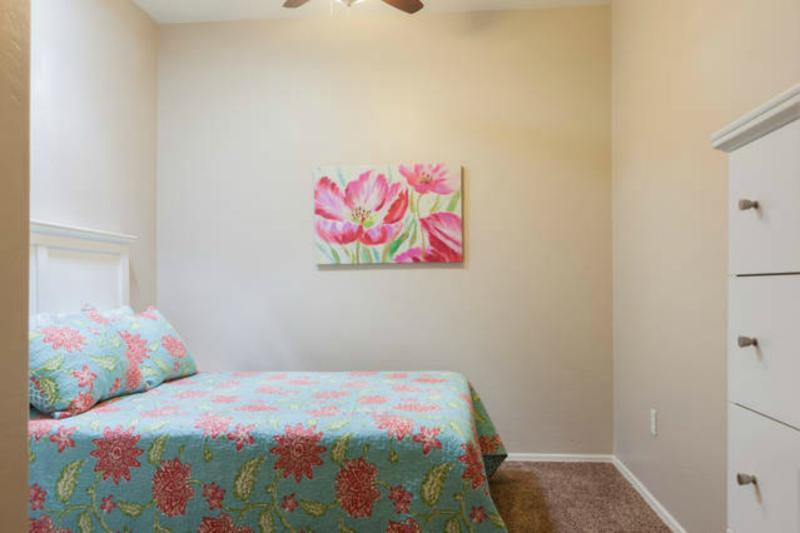 Guest bedroom w/ full size memory foam mattress