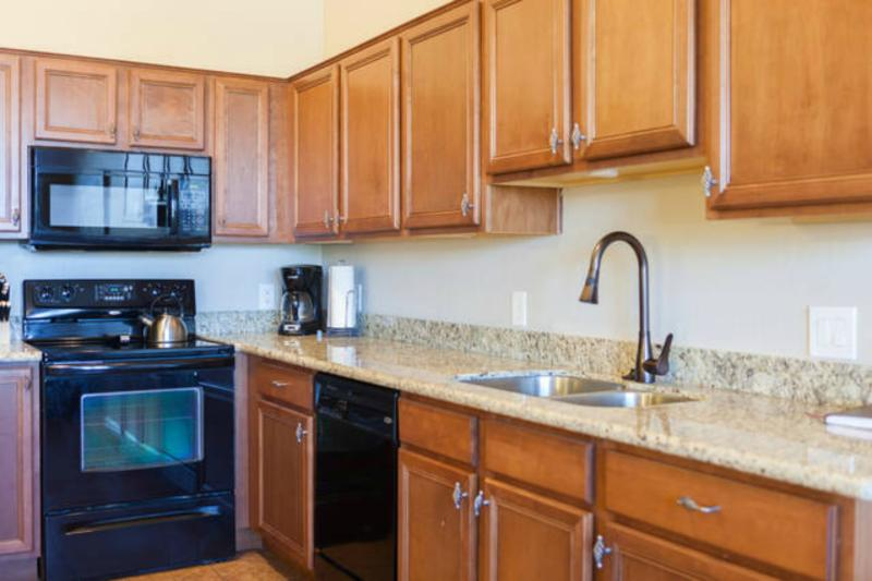 Large and spacious kitchen w/ full line of appliances