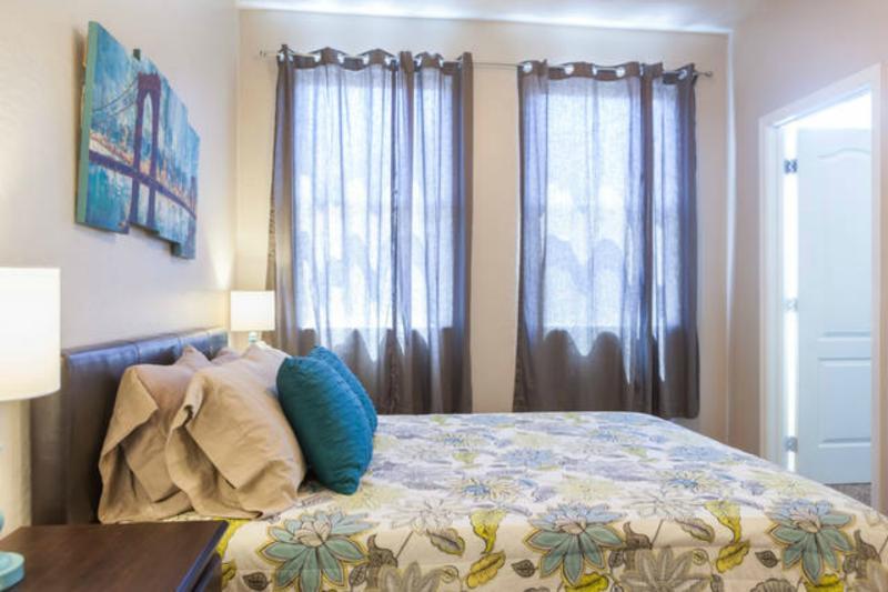 Master bedroom w/ queen size memory foam mattress