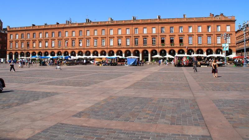 Arches of the place du Capitole