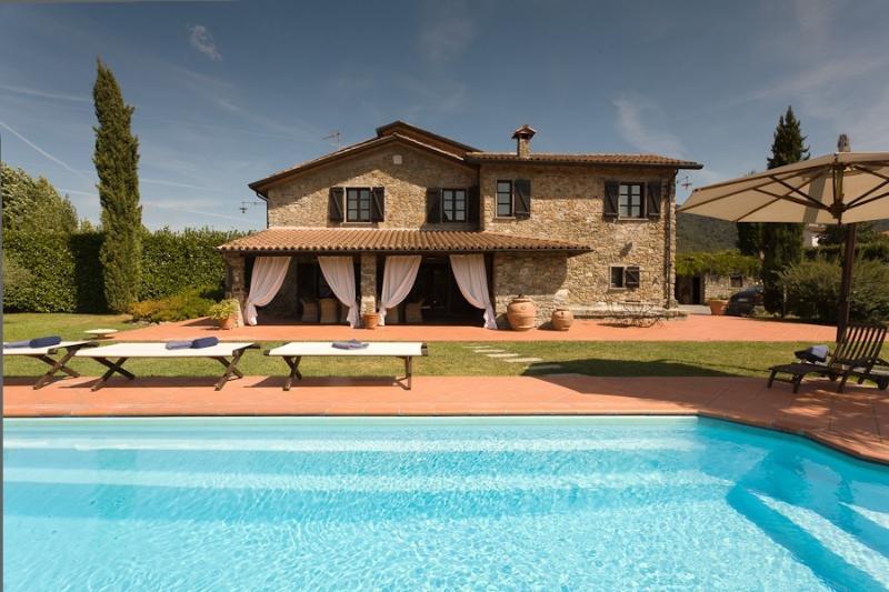 Bella Via Italian Vacation Villa Rental near Cinque Terre, holiday rental in Beverino