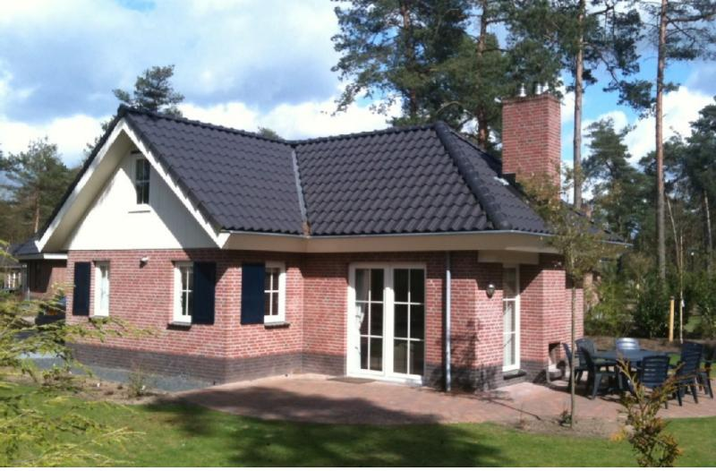Great holiday home, big garden, max. 8 persons, in the forests near Apeldoorn and Arnhem