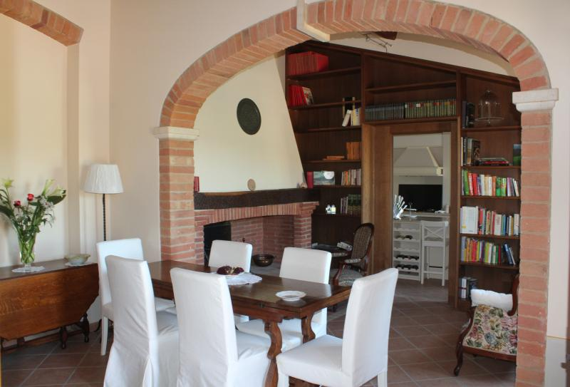 Casolare Toscana fra  colline del vino Nobile, aluguéis de temporada em Acquaviva di Montepulciano
