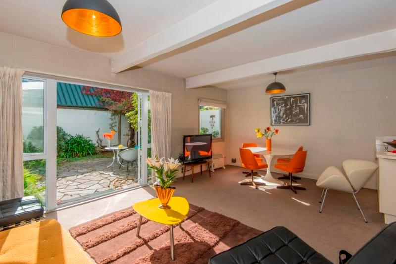 Merivale - Retro living, vacation rental in Christchurch