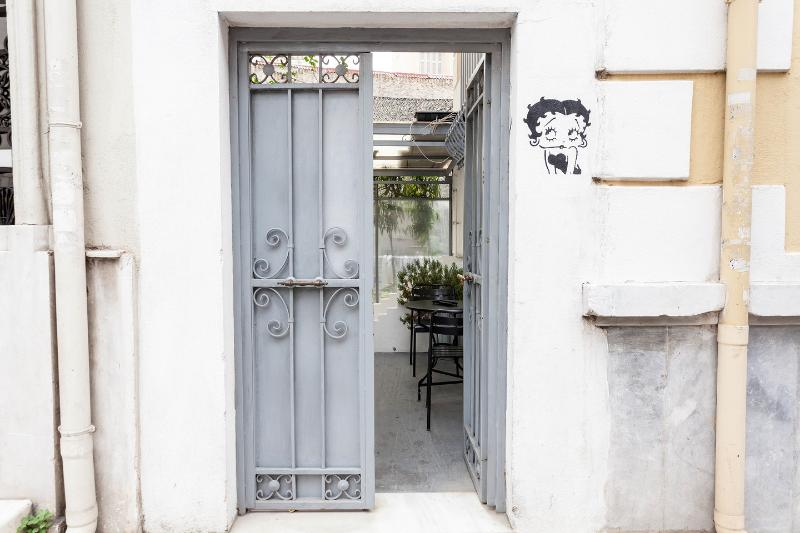 The Betty Boop Suite @ Alice Inn Athens, holiday rental in Athens