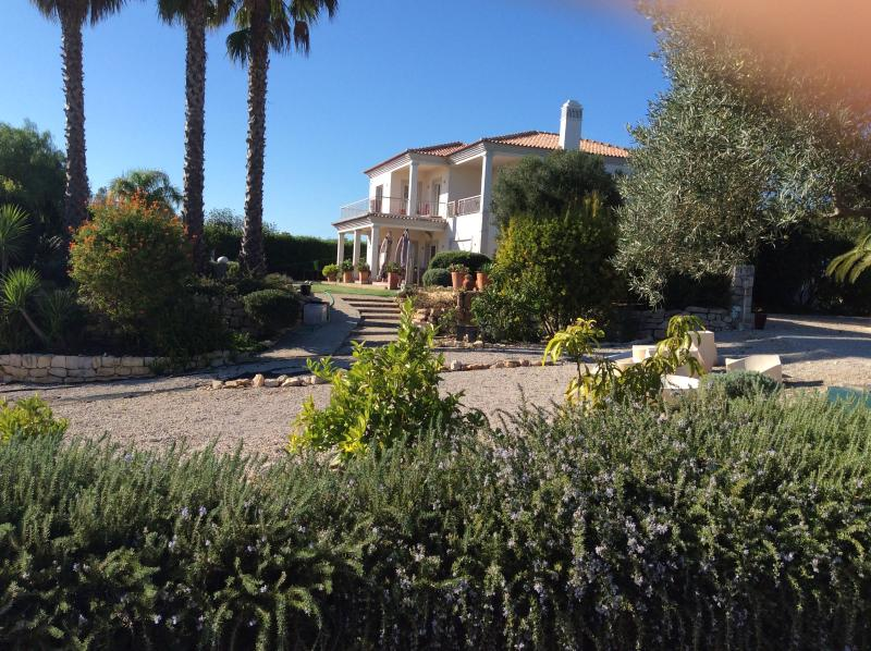 Large modern bedroom, ensuite, magnificent views., holiday rental in Salir