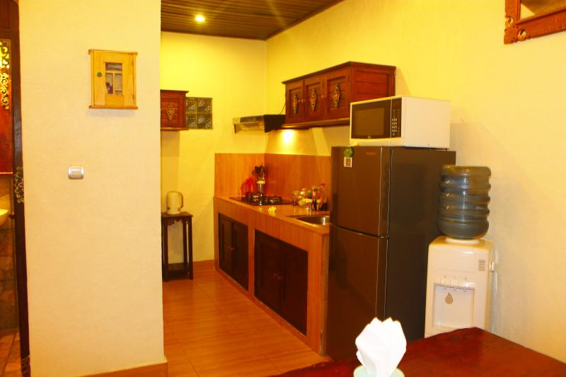 kitchen and amenities