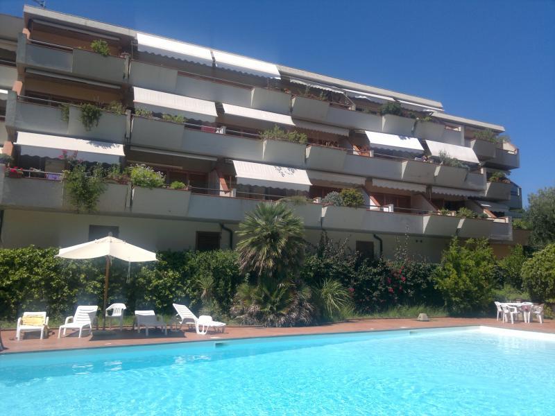 Splendido Appartamento 6 posti letto, holiday rental in Naregno