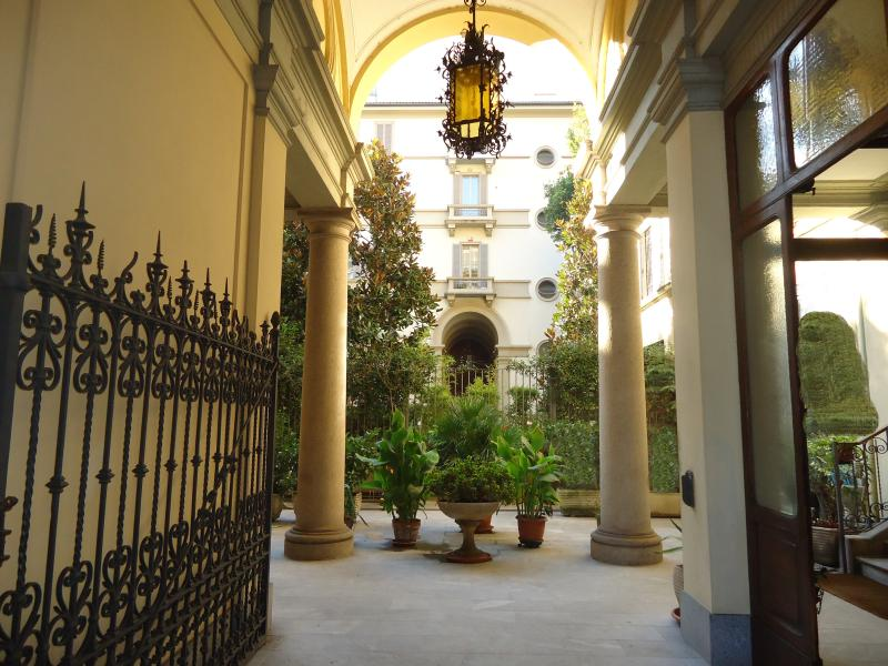 Building Entrance Courtyard