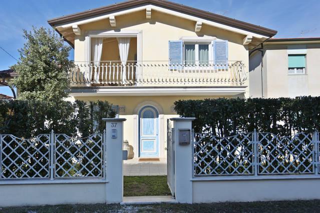Villa in Versilia a 20m dal Mare!, vacation rental in Marina di Pietrasanta