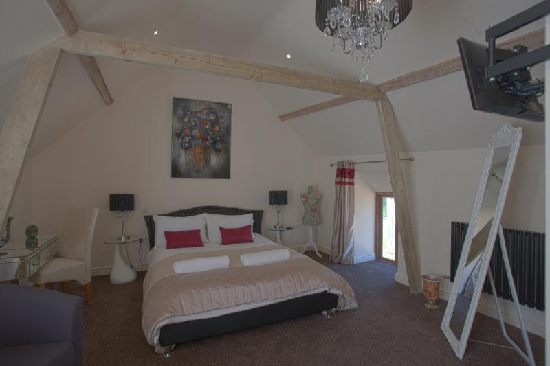 family room king bedroom
