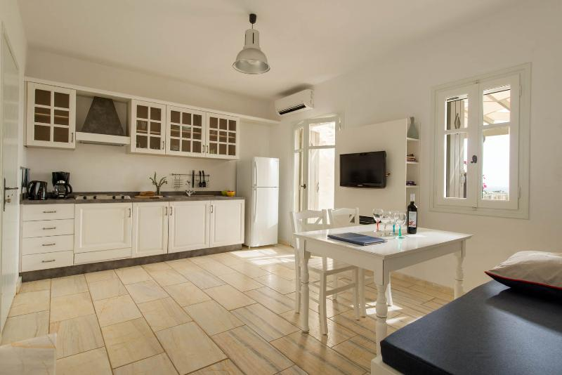 Stagones Maisonette Villa, holiday rental in Ampelas