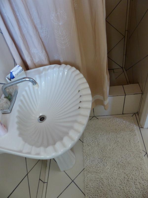 detail, eastern studio bathroom