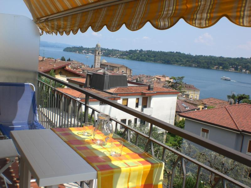 Private furnished balcony with wonderful view Energy Apt del lago
