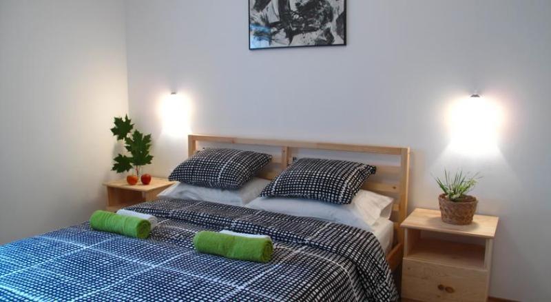Modern rooms 15 mins walk from the National Park, alquiler de vacaciones en Jezerce