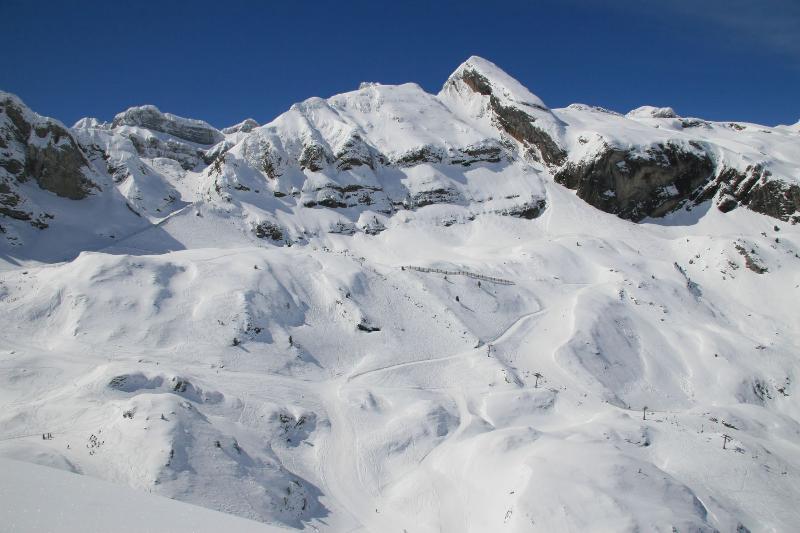 Estación de Esquí de Candanchú a 25 Km.