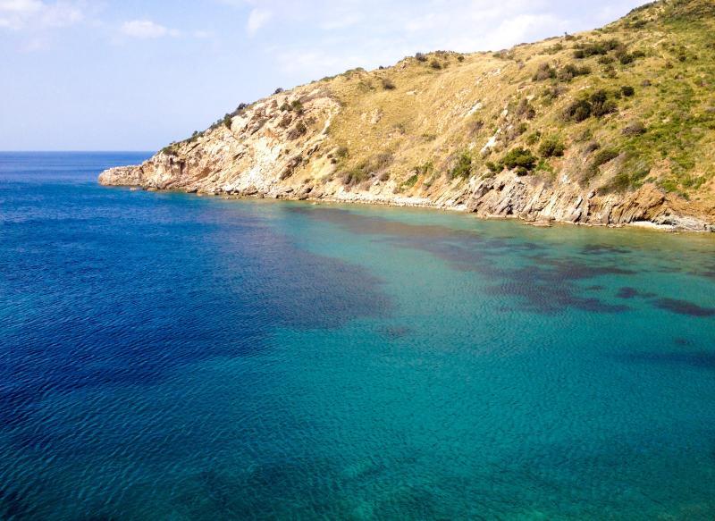 Appartamento Nispo4 a 50 metri dal mare, vacation rental in Rio Nell'Elba