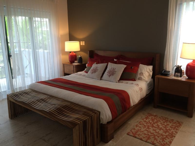 Camera da letto principale con balcone privato