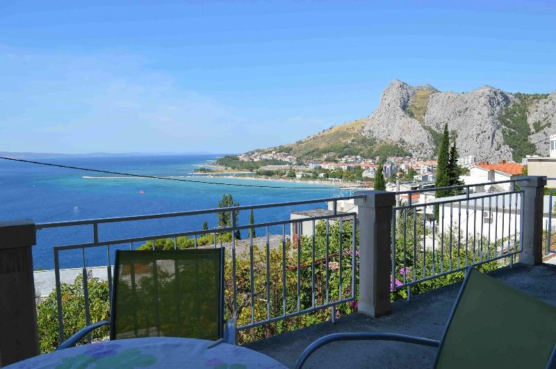 Iva A1(4+1) - Omis, vacation rental in Omis