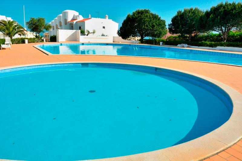 Brandy Blue Apartment, Armacao de Pera, Algarve, vacation rental in Armacao de Pera