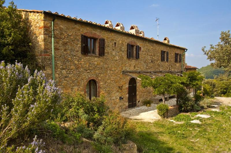 A stone farmhouse 1850, heated pool, La Puledrina, casa vacanza a Micciano