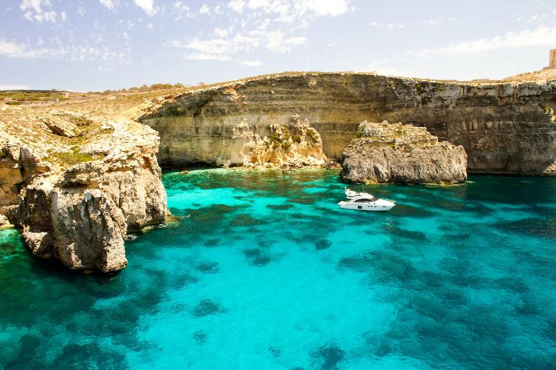Blu lagoon Comino- book a cruise with us