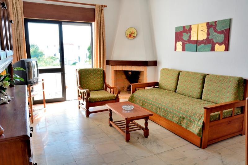 Brandy Green Apartment, Armacao de Pera, Algarve, vacation rental in Armacao de Pera
