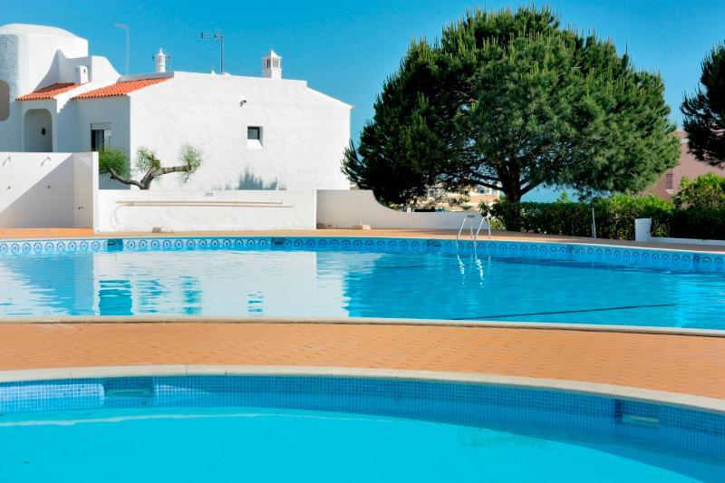Brandy Orange Apartment, Armacao de Pera, Algarve, vacation rental in Armacao de Pera