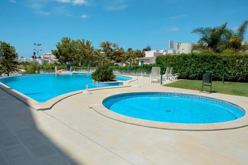Jack White Apartment, Armacao de Pera, Algarve, vacation rental in Armacao de Pera
