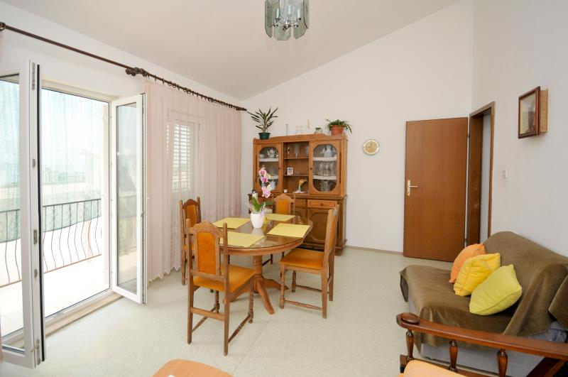 Sunny seaview apartment in Dugi Rat, holiday rental in Dugi Rat