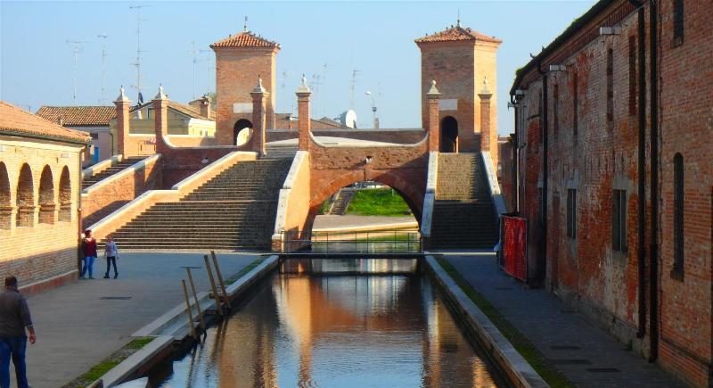 A pochi km si trova Comacchio.....da non perdere.