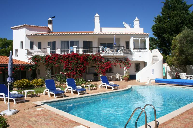 Luxury Holiday Home Panoramic sea views Own pool Secluded garden, vakantiewoning in Carvoeiro