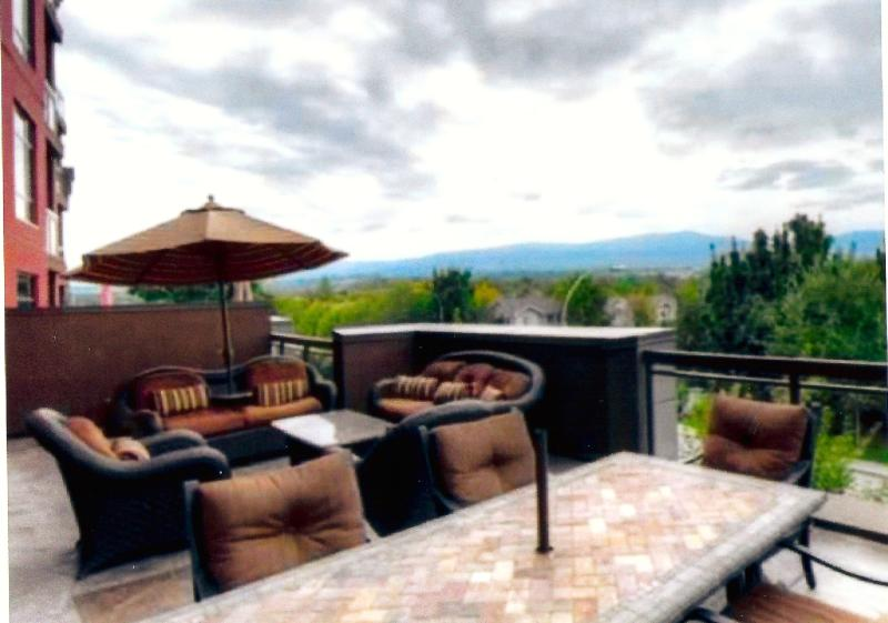 Mountain View, 2 Bedroom, 2 Bath plus Den, holiday rental in Kelowna