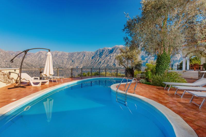 Villa Oranus, location de vacances à Municipalité de Kotor