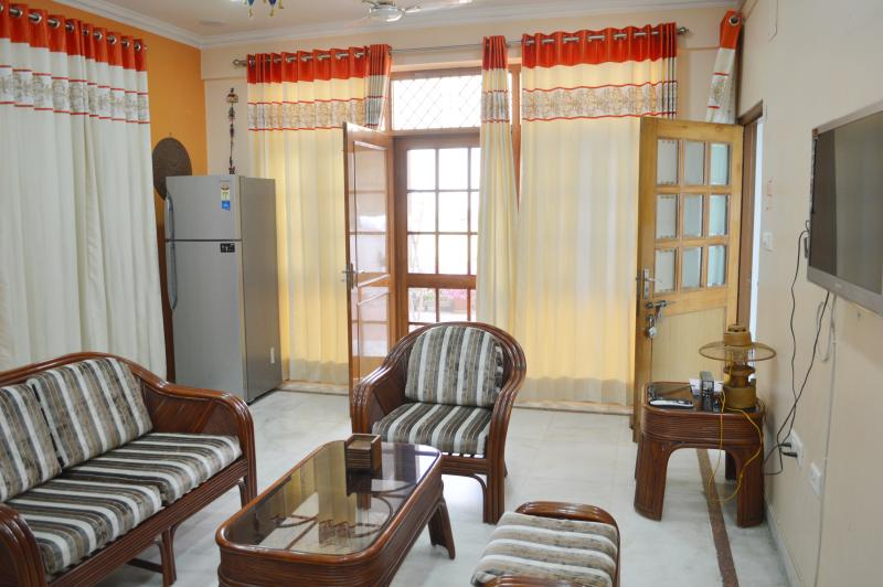 Executive Suite '2 Bed Rooms Serviced Apartment' for 4 Guests in Lucknow, India, vacation rental in Lucknow District