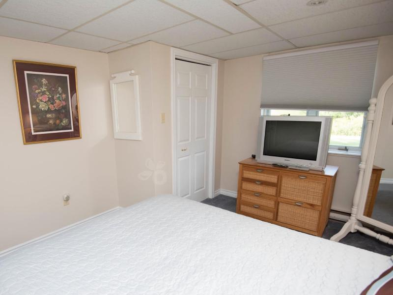 Two Bedroom Apartment Suite, holiday rental in Napanee