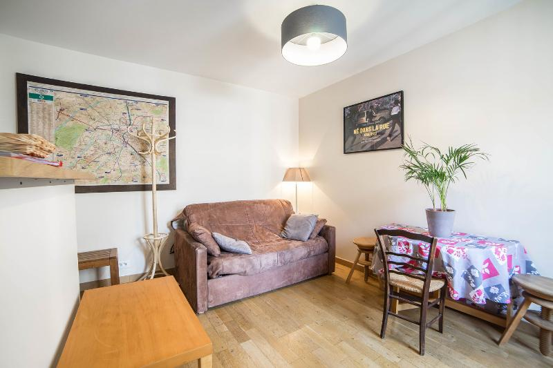 Quiet Apartment in Paris Near the Subway, holiday rental in Gentilly