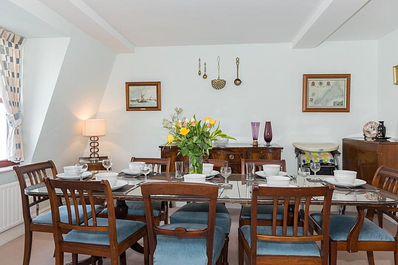 sala da pranzo può ospitare comodamente 8