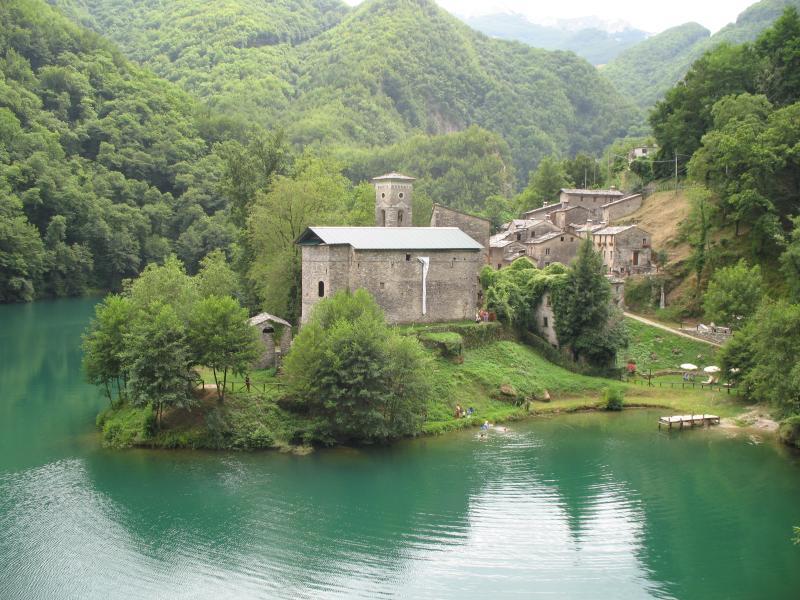 TRILOCALE (4 posti letto), vacation rental in Vagli Sotto