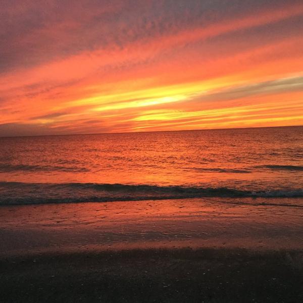 colores del atardecer en la playa