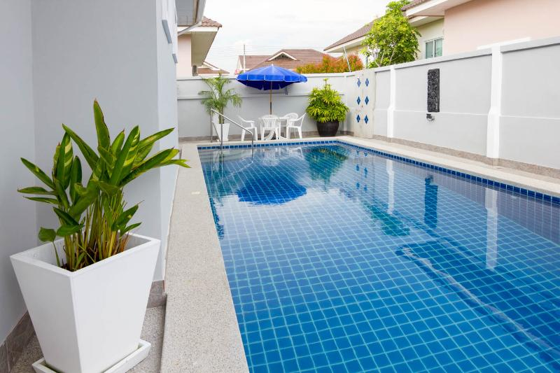 Bang Sare Siam Court 4 Bedroom pool Villa, holiday rental in Pattaya