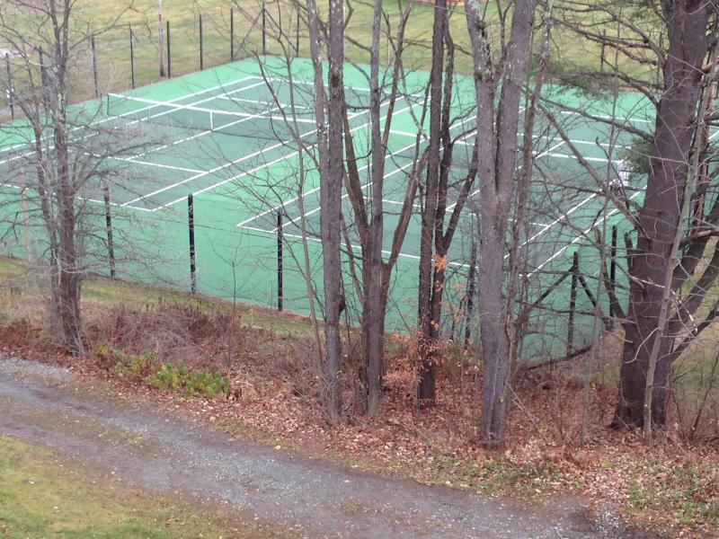 Seasonal Tennis courts - Lighted at night even!