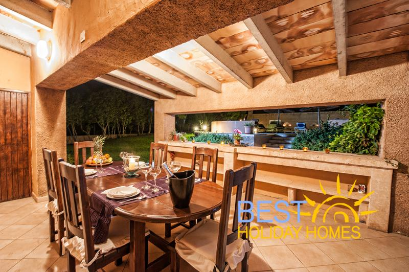 Covered terrace for meals