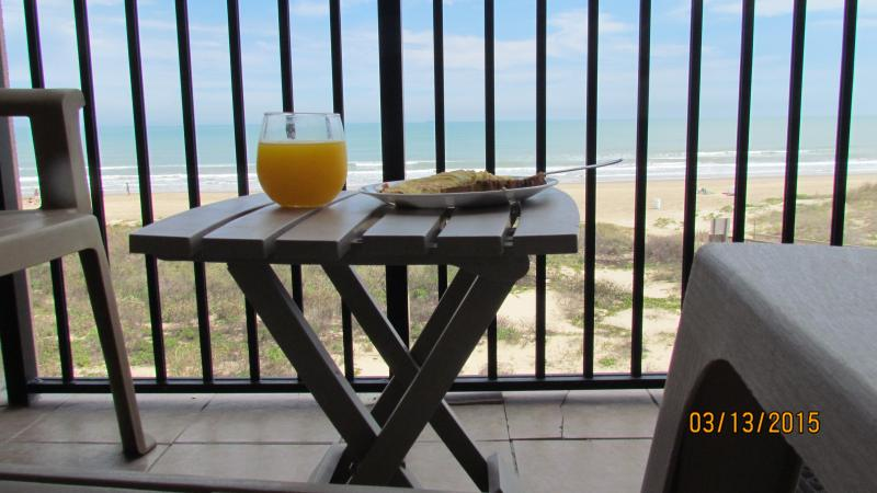 Enjoy breakfast with the view!
