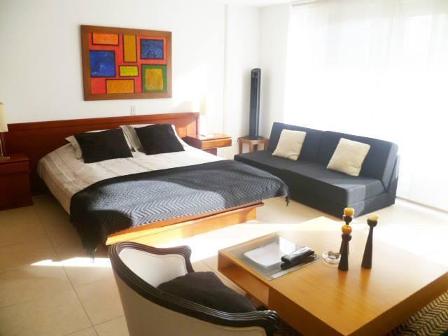 MODERN LOFT STUDIO IN EL POBLADO, location de vacances à Medellin