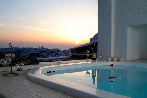White House Santorini, holiday rental in Finikia
