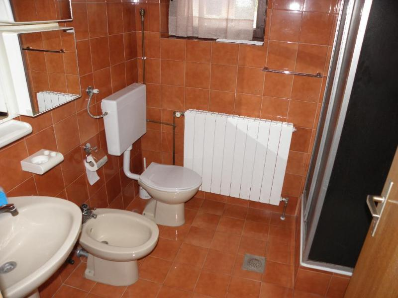 A2(5): bathroom with toilet