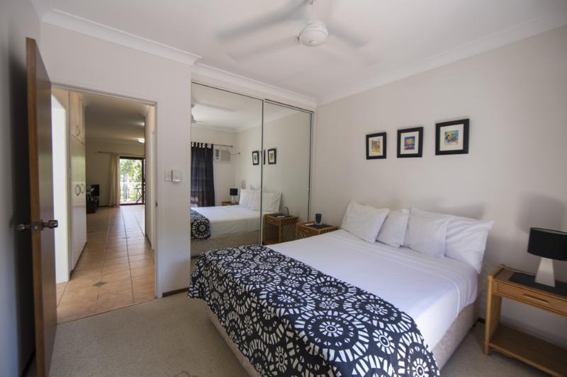 Liana 10 - Queen Bedroom