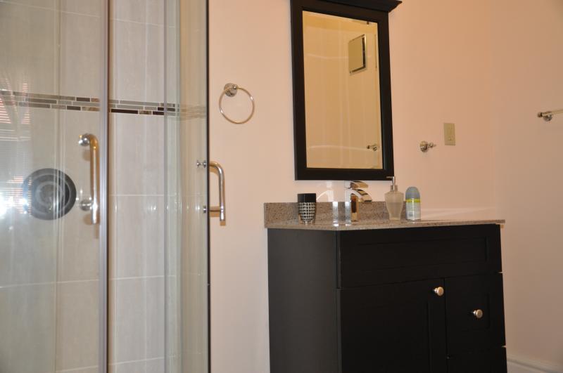 Room 1 Yellow En-Suite Bathroom