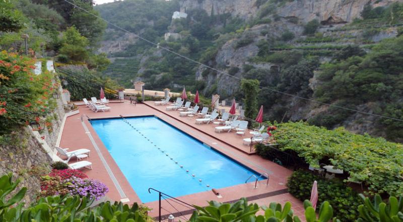 01 Ciclamino shared pool area